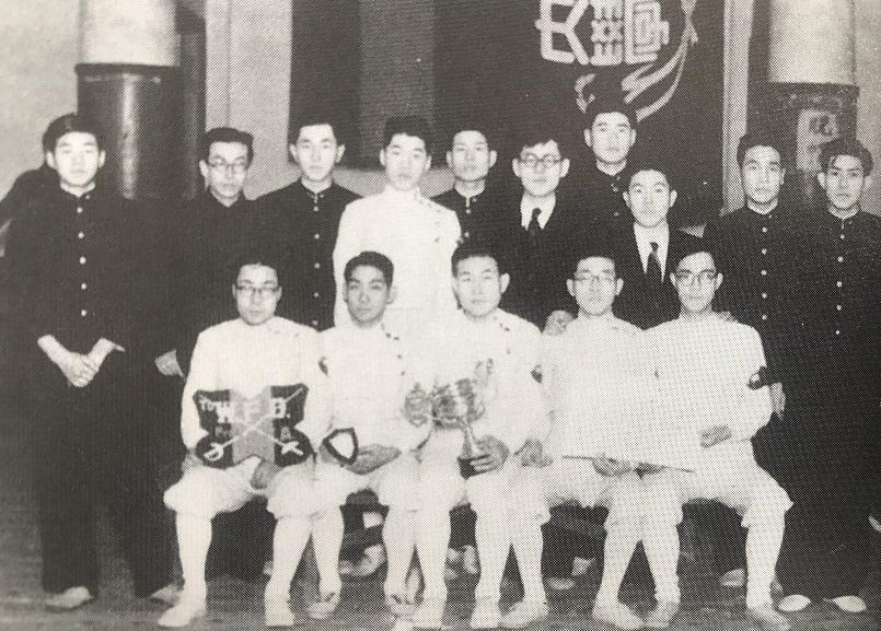 1949年、第二回早慶戦優勝の記念写真