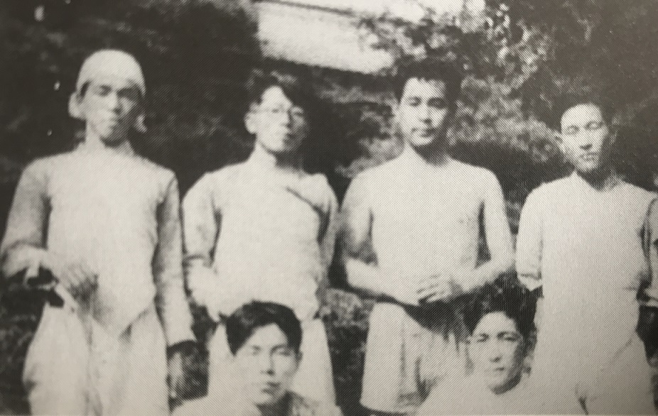 1949年、藪塚合宿で森さんを囲んで