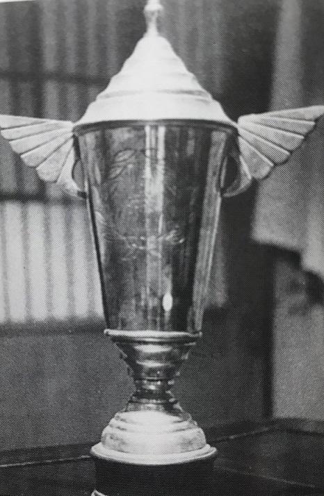 1954年、全日本選手権エペ個人で竹村晃優勝のトロフィー