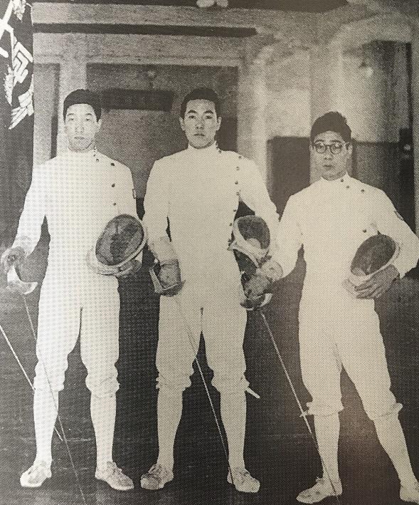 1954年、道場での八木、青山、本木選手