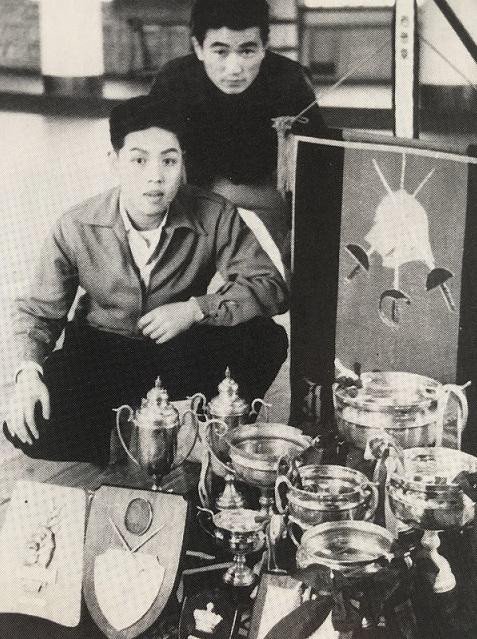 56年に獲得した 数々の優勝カップ、 上・清水副将、下・竹村主将