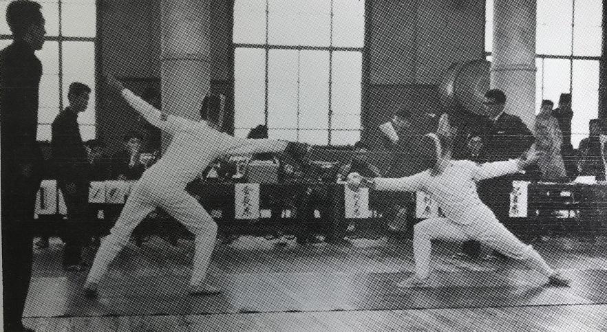 1960早慶戦エペ、左・北原主将