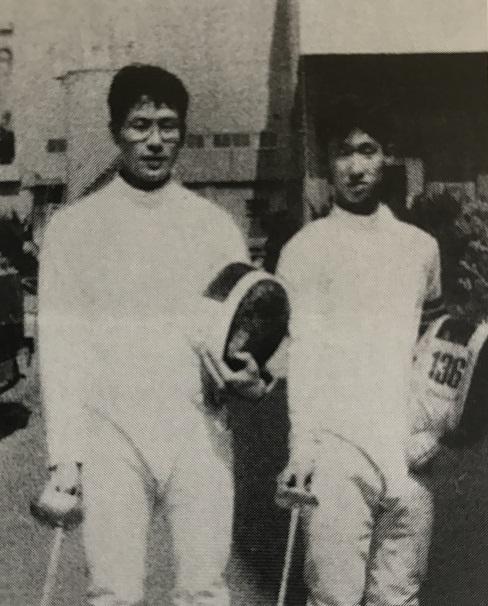 1987年、世界選手権エペに出場した鈴村元宏(写真下・左)と世界ジュニア選手権出場の佐々木剛(右)