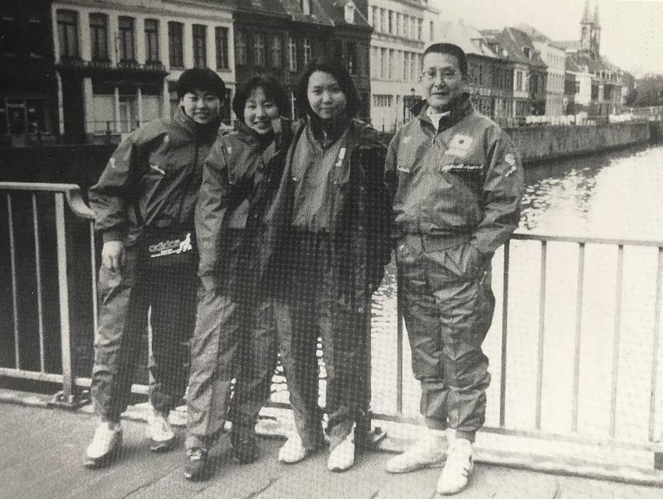 1996年、ベルギーで行われた世界ジュニア・カデ選手権に助監督兼女子エペ・コーチとして川名監督が参加した