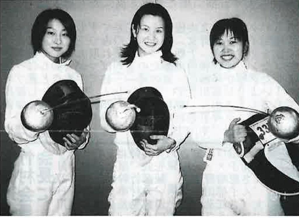 2001年、女子エペ1部復帰、左より馬淵、神野、清原