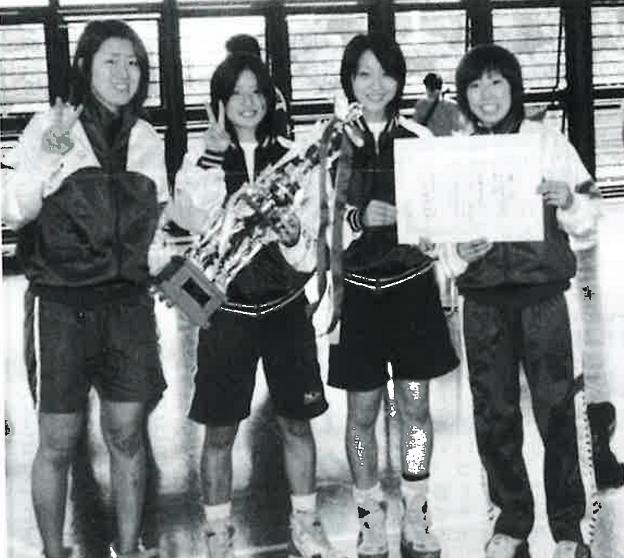 2002年、女子フルーレ初の大学日本一に! 左から川口、藤原、馬淵、田島の各選手