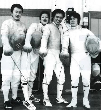 2004年、男子サーブル1部復帰、左より東、前田、 星野、増田