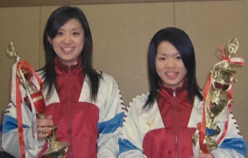 2006年、インカレ女子フルーレを制した森(左)と 成長株の松木(右)