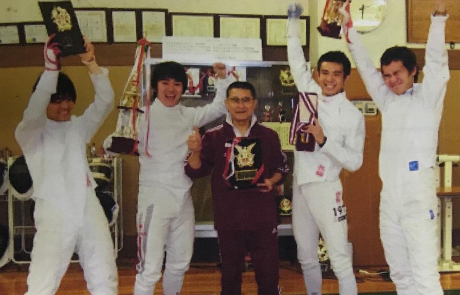 2008年、男子エペ大学日本一に! 左より橋脇、池内、川名監督、前田、 佐藤
