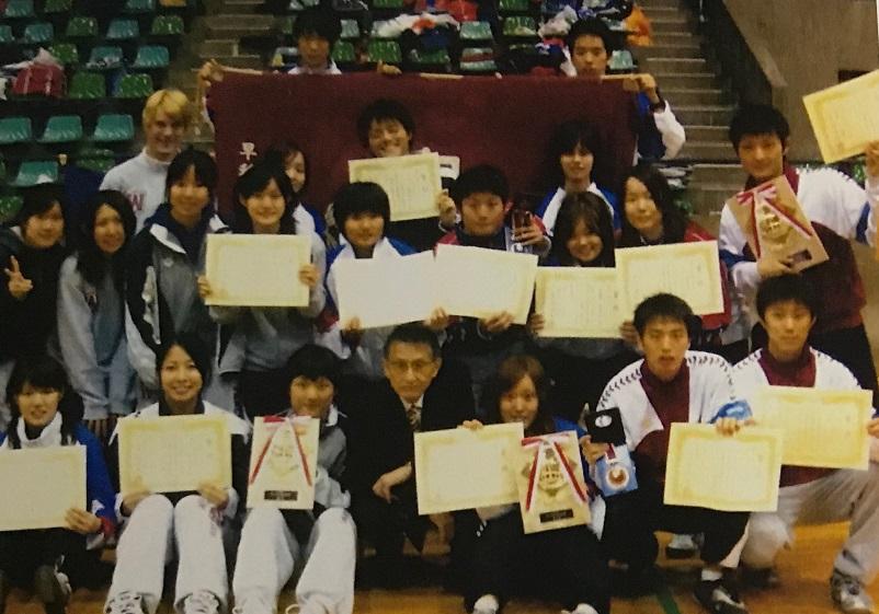 2009年、女子フルーレで寺本連覇、男子フルーレ団体優勝など、実りの多かったインカレ