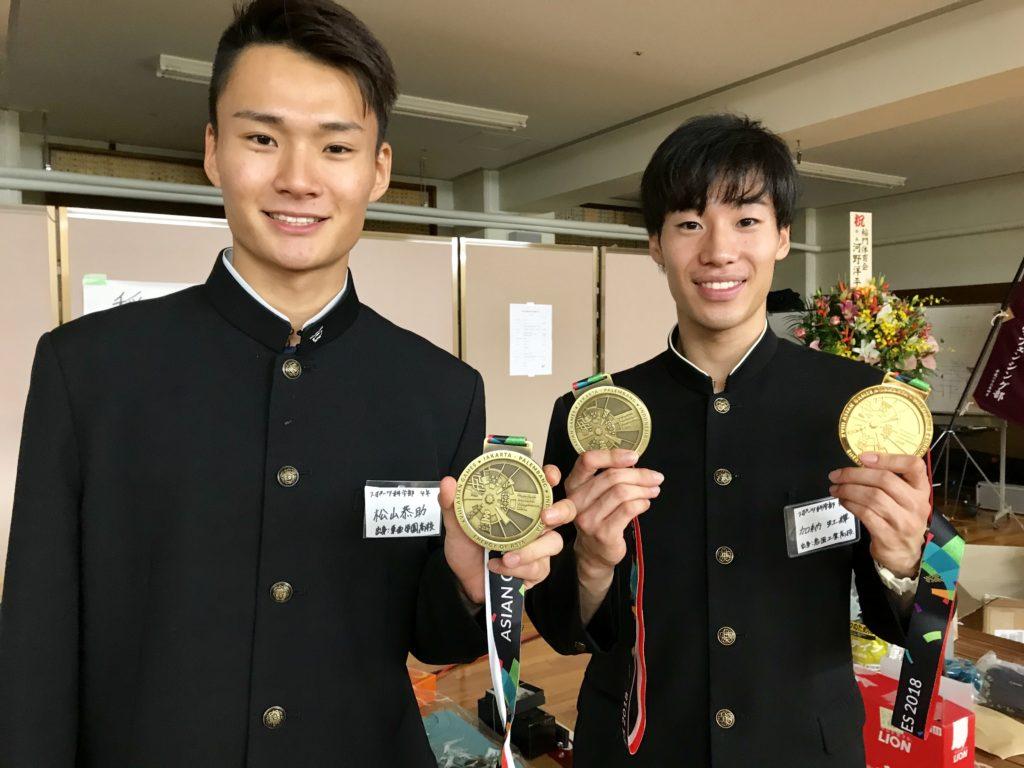 2018年、アジア大会フルーレ団体3位の松山恭助(左)とエペ団体優勝、個人3位の加納虹輝(左)