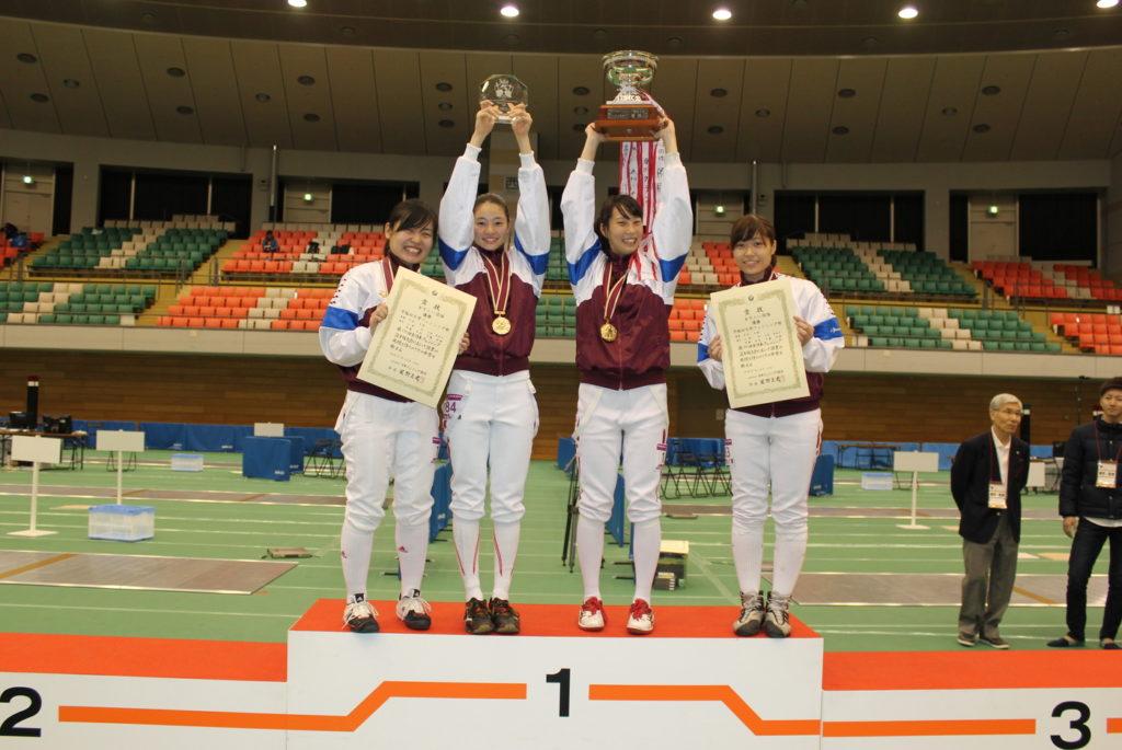 2016年、女子は5冠を達成。左から伊藤由佳、才藤歩夢、山根司、山村彩和子